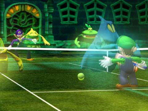 A match on Luigi's Gimmick Court, where ghosts can slow down characters.