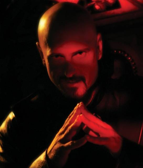 Kane, as he appears in Command & Conquer 3.