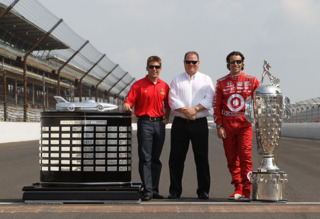 McMurray, team owner Chip Ganassi, and Dario Franchitti with Daytona and Indy 500 trophies