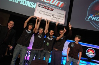 Str8 Rippin, the 2008 MLG Halo 3 National Champions. From left to right: League Co-founder Mike Sepso, Eric