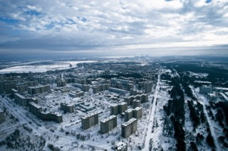 A panoramic shot of the deserted city in winter.