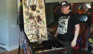 Bakalar unboxes The Mandalorian pinball machine