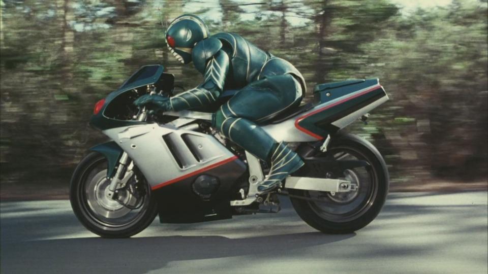 Kamen Rider ZO on the Z-Bringer (a custom Suzuki GSX-R400)