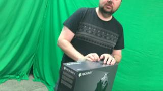 Xtreme Xbox One X UnboX: This Seems Heavy
