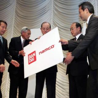 Ishimura (far left) with Masaya Nakumra on stage circa 2005.